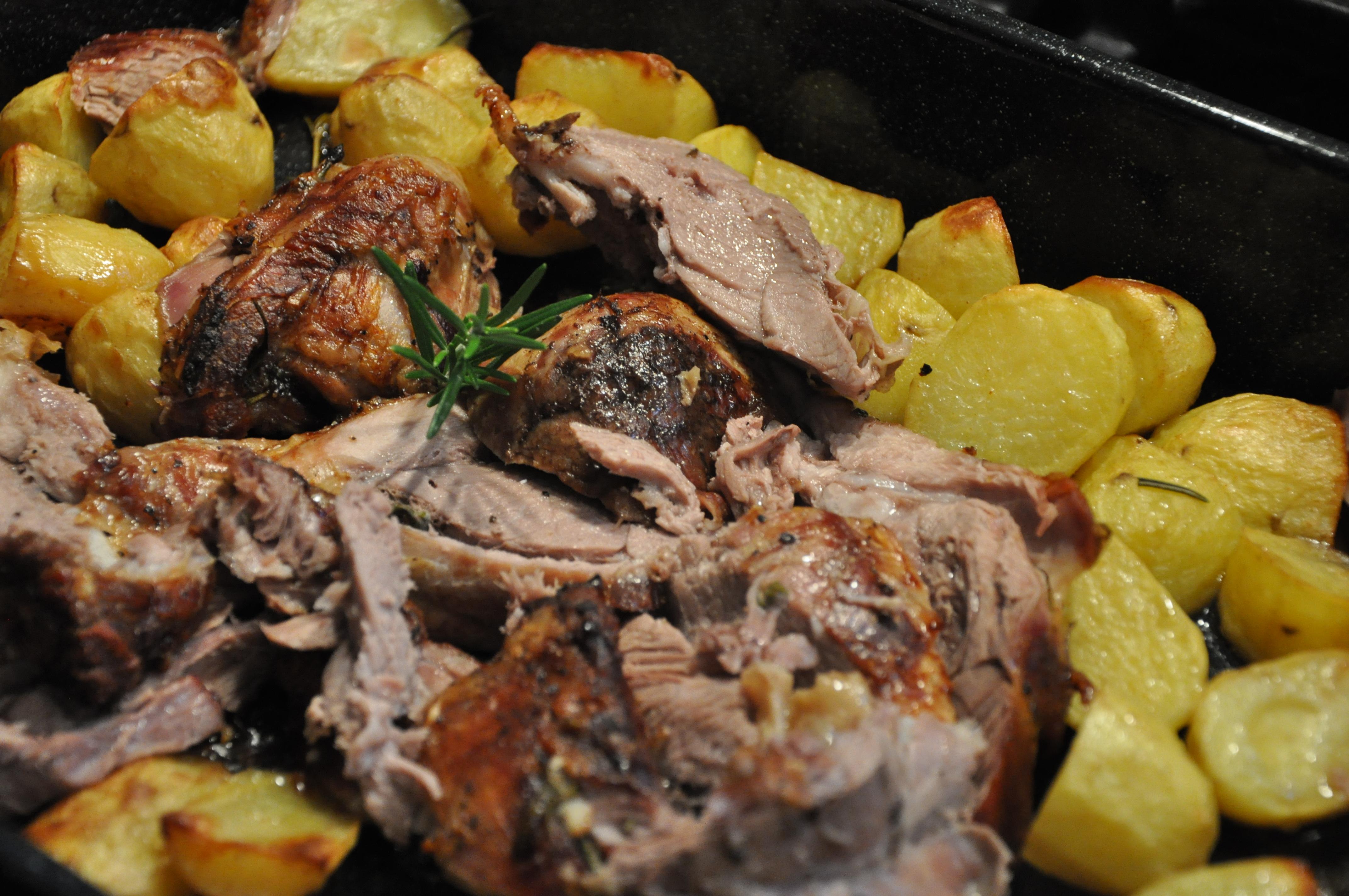lammekølle med kartofler i ovn